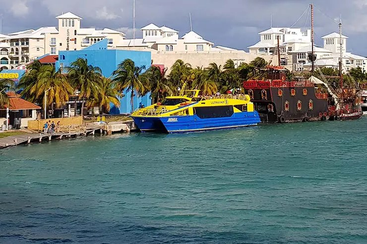 Barcos da Ultramar são uma forma de como ir pra Isla Mujeres (Foto: Esse Mundo É Nosso)