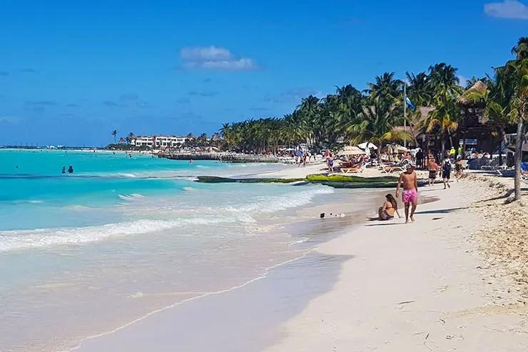 Barracas e beach clubs em Playa Norte em Isla Mujeres (Foto: Esse Mundo É Nosso)