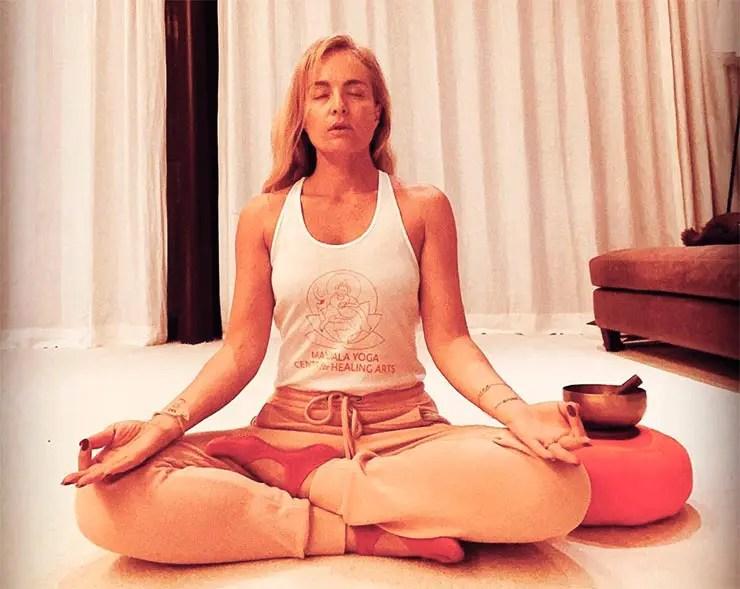 Angélica meditando (Foto: Instagram/Angélica)