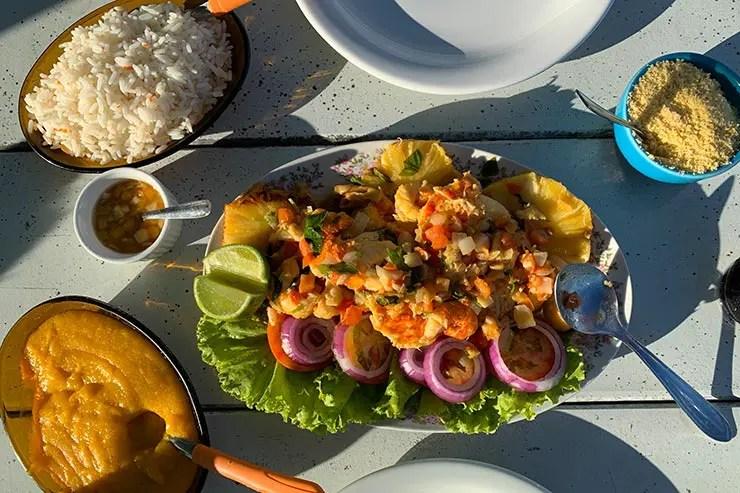Lagosta no restaurante Estrela do Mar na praia Cova da Onça em Boipeba (Foto: Esse Mundo é Nosso)