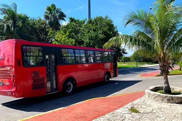 Ônibus circula por toda a Zona Hoteleira em Cancún (Foto: Esse Mundo é Nosso)
