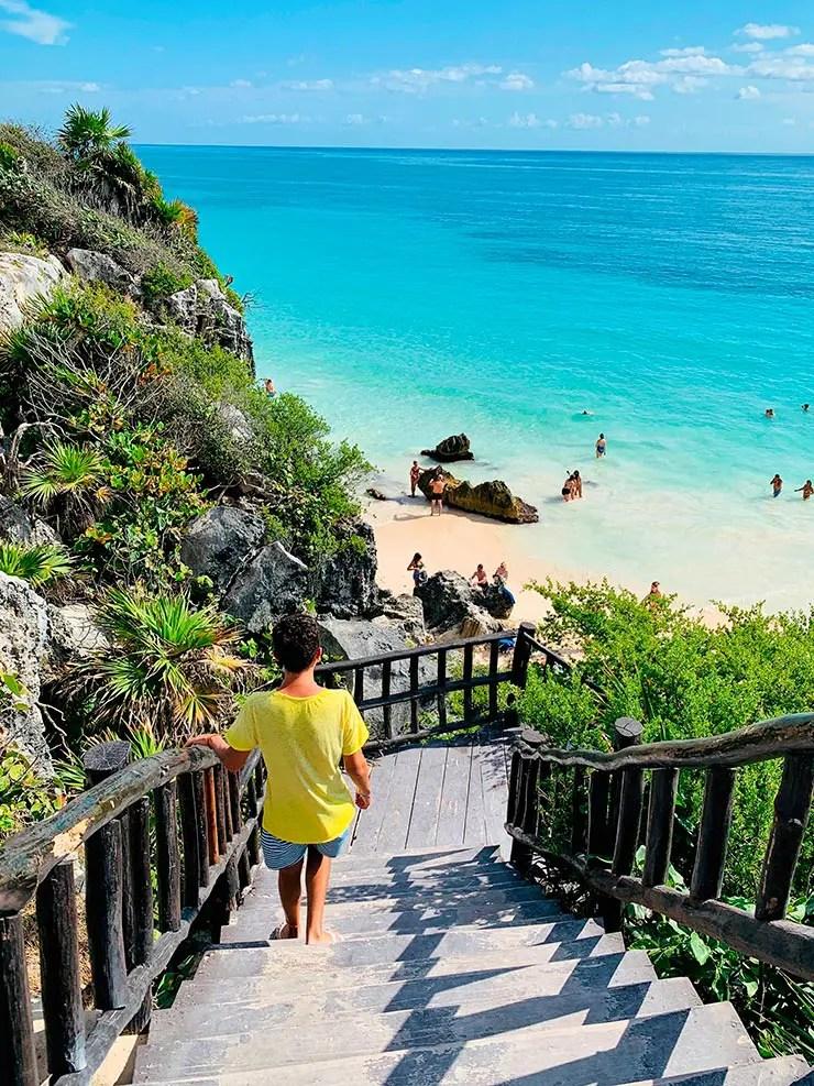 Quanto custa viajar pra Cancún e Playa del Carmen: Escada em Tulum descendo para a praia (Foto: Esse Mundo é Nosso)