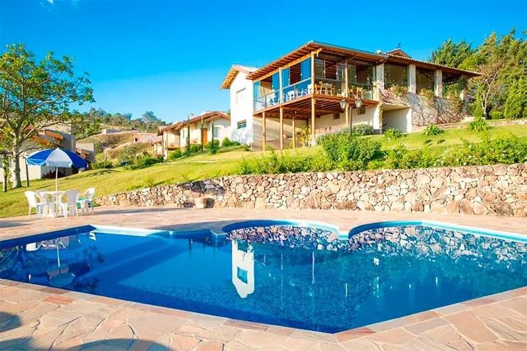 Hotéis e pousadas em Águas de Lindóia: Piscina e área externa da Pousada Morro Verde (Foto: Reprodução/Booking)