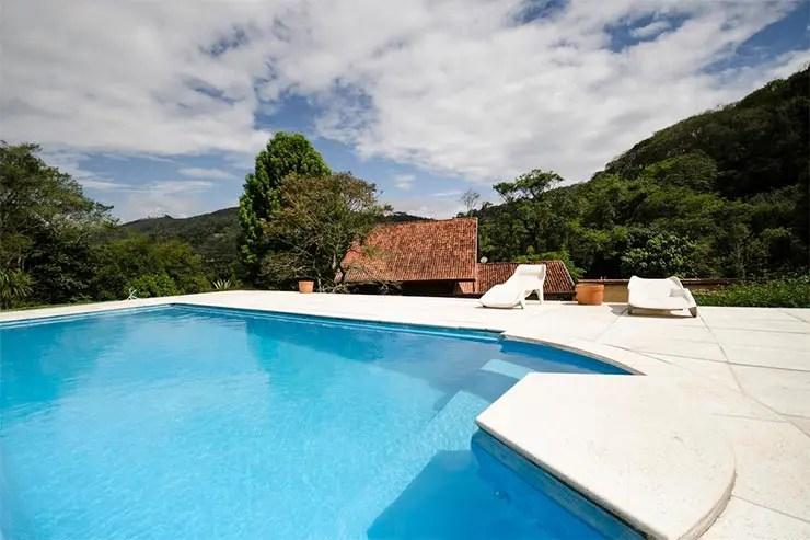 Hotéis e pousadas em Santo Antônio do Pinhal: Piscina da Pousada Alpes (Foto: Reprodução/Booking)