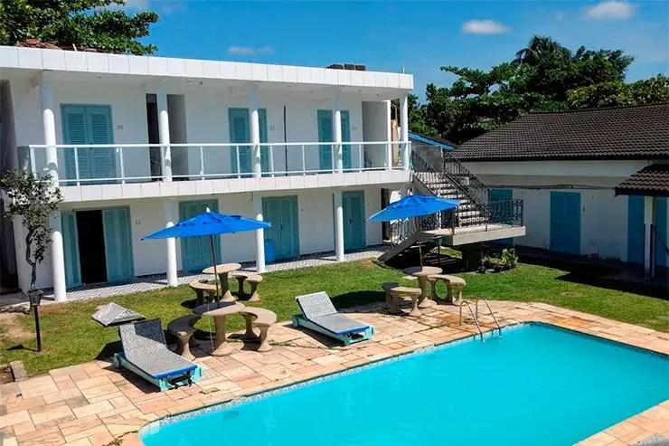 Hotéis e pousadas no Guarujá:: Área externa e piscina da Pousada Eldorado (Foto: Reprodução/Booking)