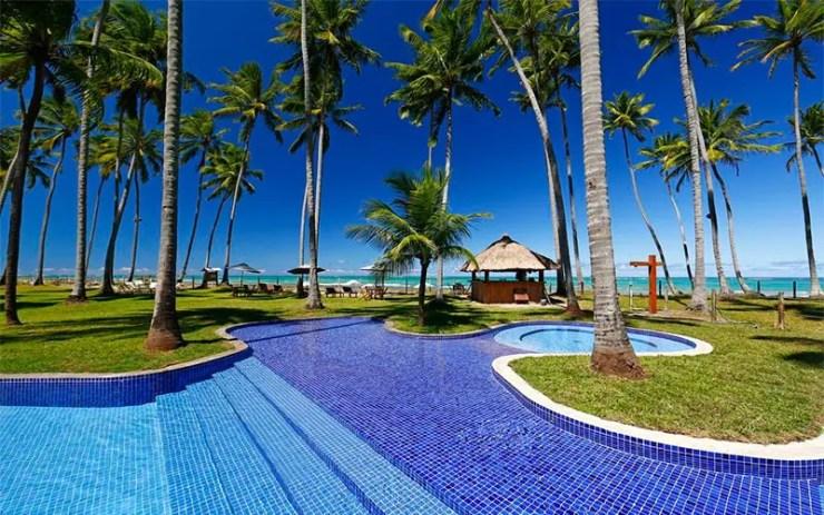 Pousadas na Praia dos Carneiros: Piscina em frente à praia da Pontal dos Carneiros (Foto: Reprodução/Booking)