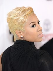 black celebs in short blonde hair