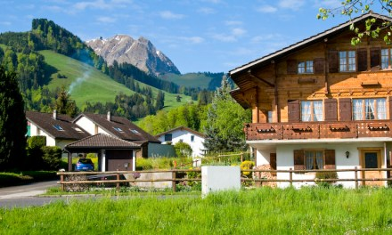 Captivating landscapes, medieval towns, picturesque lakes, cheese and wine… be awed by the splendour of western Switzerland