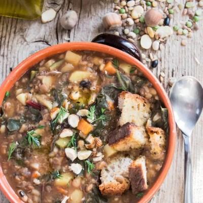 Zuppa rustica con bietine e nocciole
