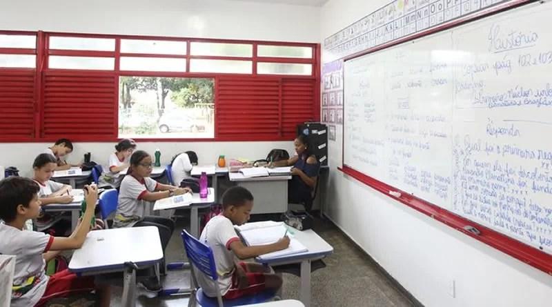 Escola com crianças