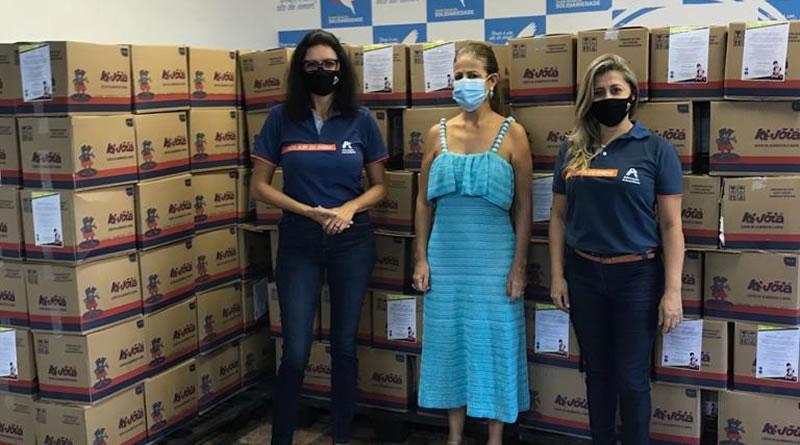 Rede Adventista do litoral doa centenas de cestas básicas para programa da prefeitura