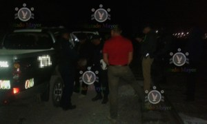 Detención de policías municipales que robaban varilla.