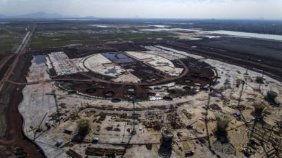 Inicia desmantelamiento de la torre de control del extinto NAIM