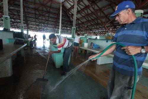 foto-2-hm__0103-limpieza-en-mercado-de-pecadores-de-punda