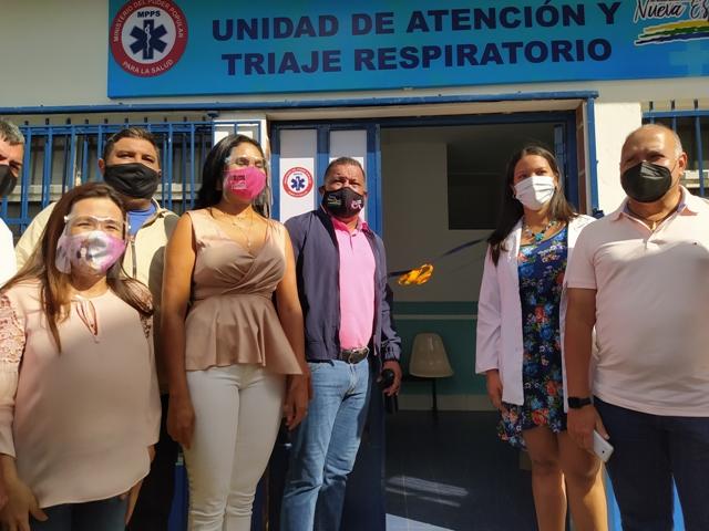 El gobernador Alfredo Díaz y el director regional de Salud, Elesbán Gómez, entregaron dotación para la nueva área hospitalaria