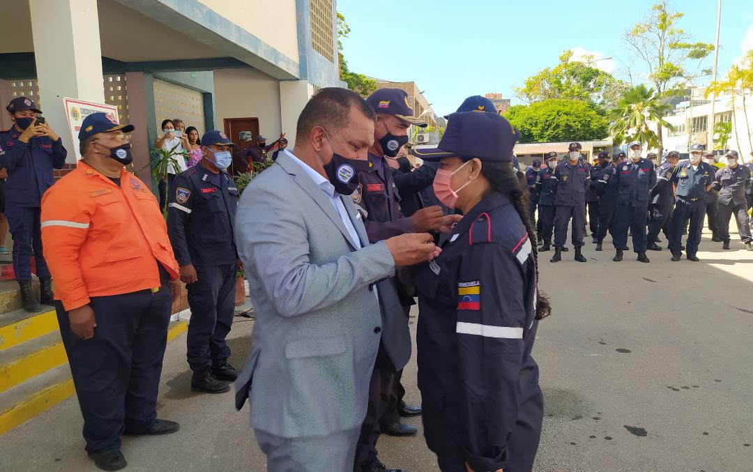 Durante el cierre de la programación por el Día Nacional del Bombero, fueron ascendidos 61 funcionarios
