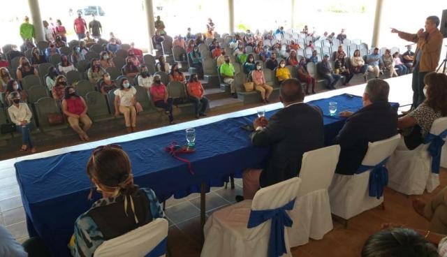 El gobernador Alfredo Díaz hizo justicia social con 59 docentes y 29 bedeles de dos municipios