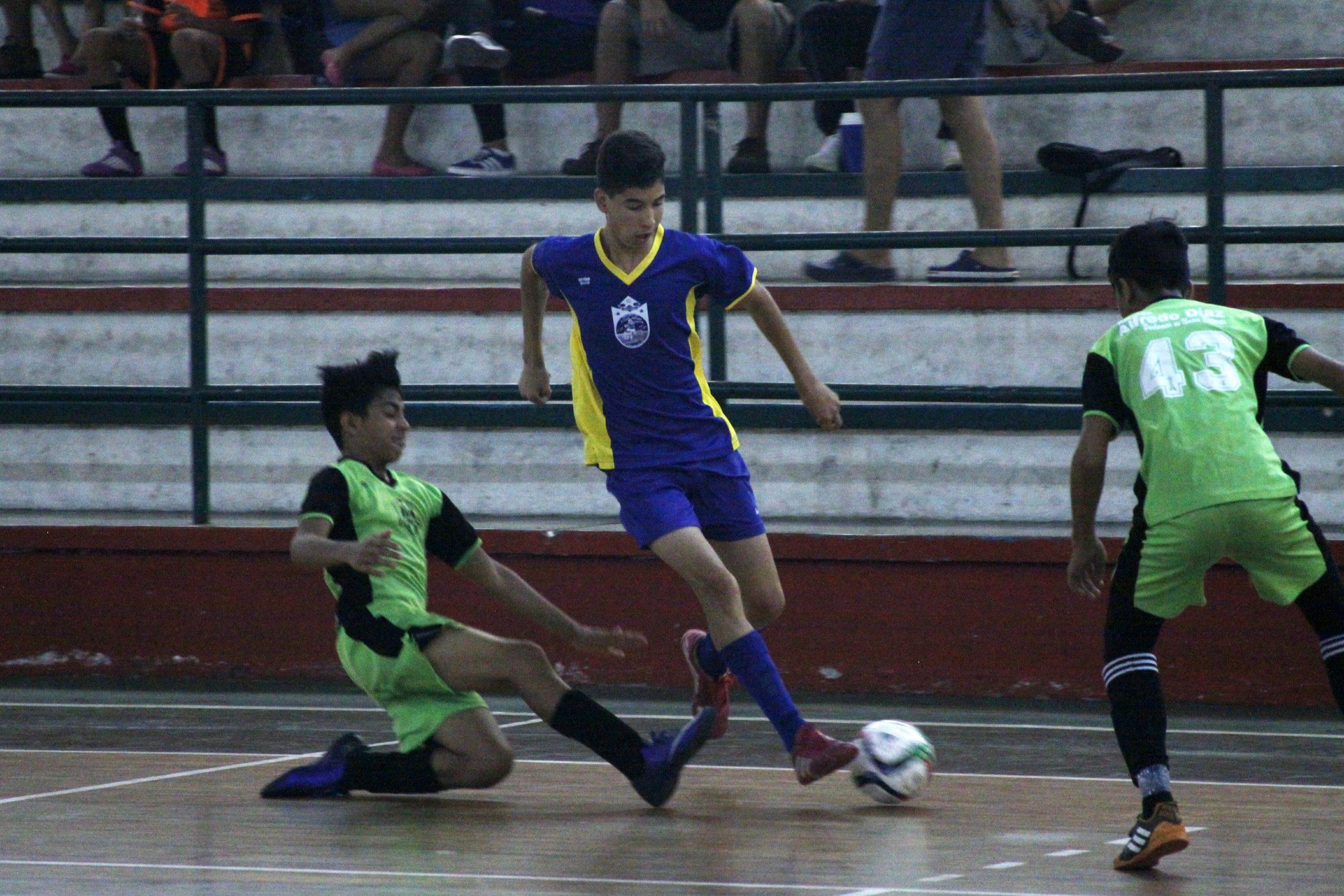 El fútbol sala abre un campeonato con equipos de varios municipios