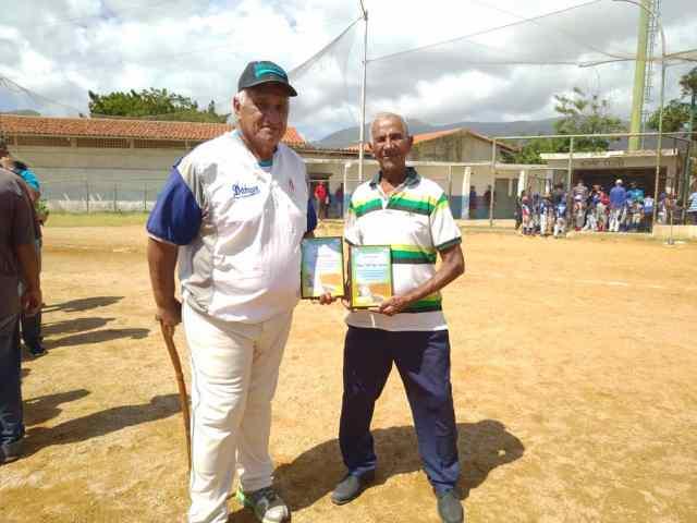 Manuel Salazar y Rafael Bonillo, activos todavía como instructores de beisbol