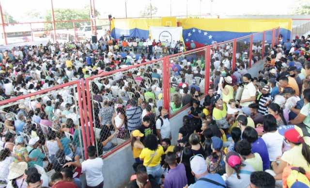 Una avalancha de personas recibió al gobernador Alfredo Díaz, en el municipio García