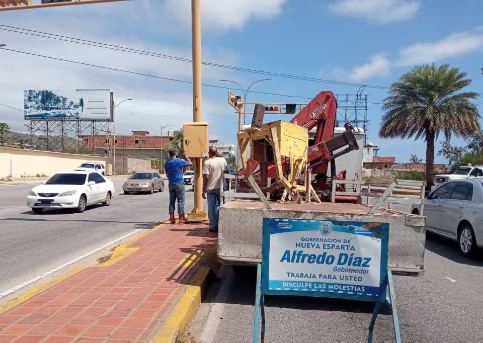 El Ejecutivo regional invierte mil 500 dólares en recuperar los semáforos en Margarita