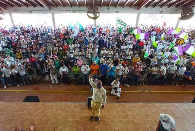 El gobernador en el anfiteatro de Los Robles es recibido a casa llena