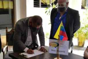 El gobernador Alfedo Díaz firmó el Pacto para la restitución de la Constitución en el país