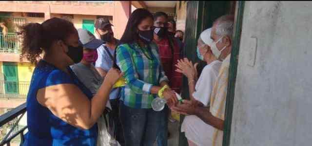 La primera dama entregó canastillas de primera necesidad maternal a futuras madres