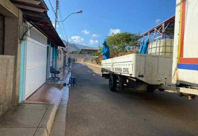 Las jornadas de desinfección por parte de Protección Civil no cesan en las zonas más vulnerables de la Isla