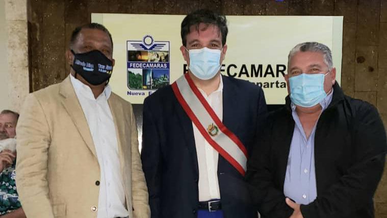 El gobernador Alfredo Díaz, el presidente de Fedecámaras Ricardo Cussano y el secretario general de gobierno Nicola Penna.