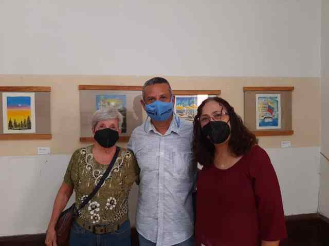 Presidente del Instituto de Cultura junto a artistas plásticos de la región insular.