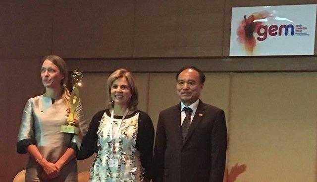 Anna-Karin Jatfors, de ONU Mujeres (Asia), la ganadora Ileana La Rosa de Aliadas en Cadena y Houlin Zhao Secretario Gereral de ITU