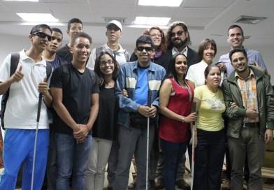 Adolescentes aprenden a trabajar con discapacitados visuales