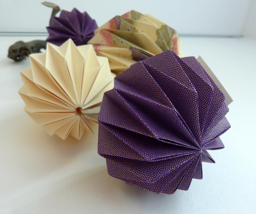 Mobile boules violet