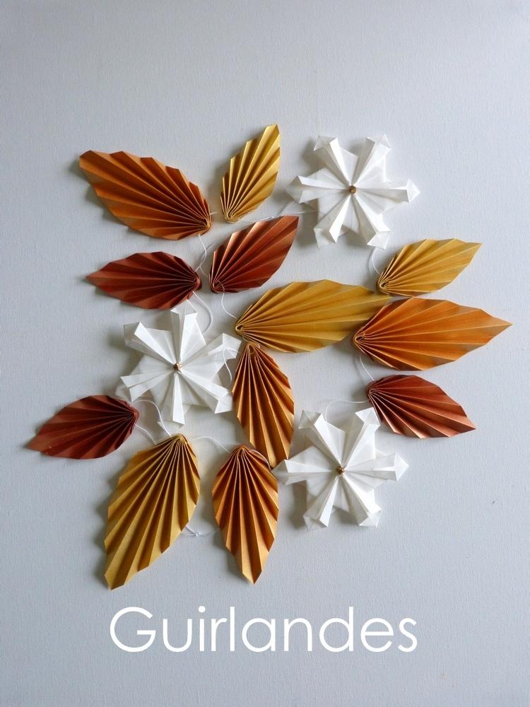 Guirlande de feuilles et flocons de neige
