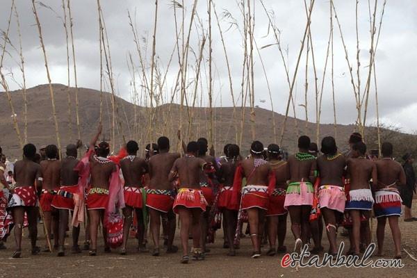 Bekaret-diplomasndan-sonra-kutlama--afrika-zulular-zulu-kabiles-bekaret-cinsel-iliski-1