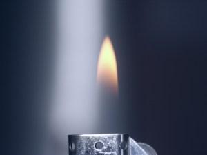 Encendedor con fuego