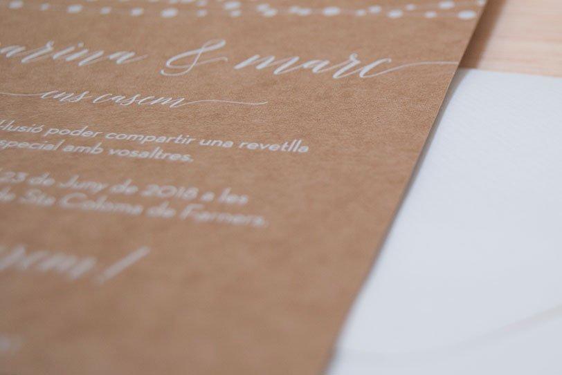 Invitacions Kraft i serigrafia - Estàs Convidat