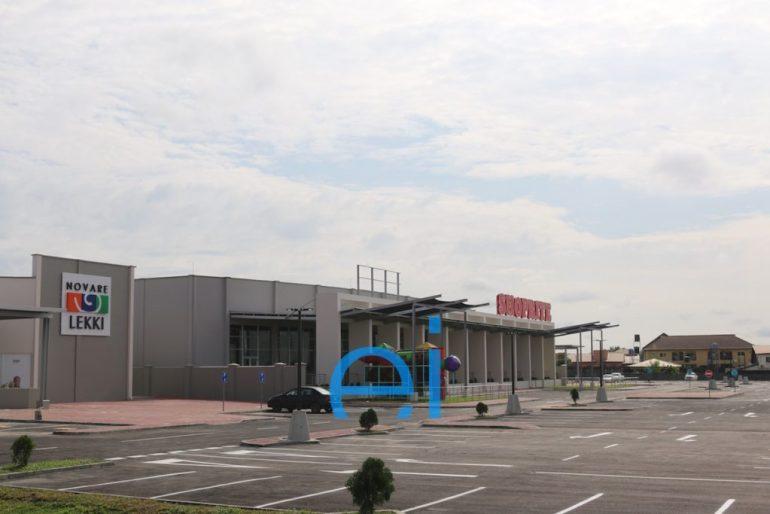 Lekki Mall, Sangotedo at the corner of the Lekki-Epe Expressway and Cardinal Olubunmi Okojie Way. Lagos. August 2016.