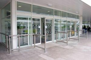 porta automatica per stazione San Pietro in Casale