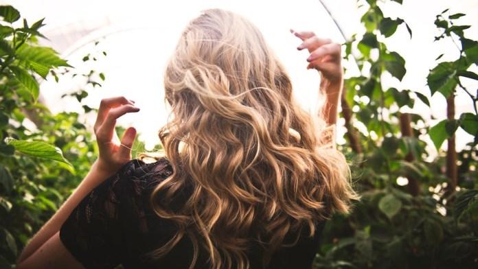 #NoBlowDry: Die besten Air-Dry Produkte zum Haare trocknen ohne Föhn