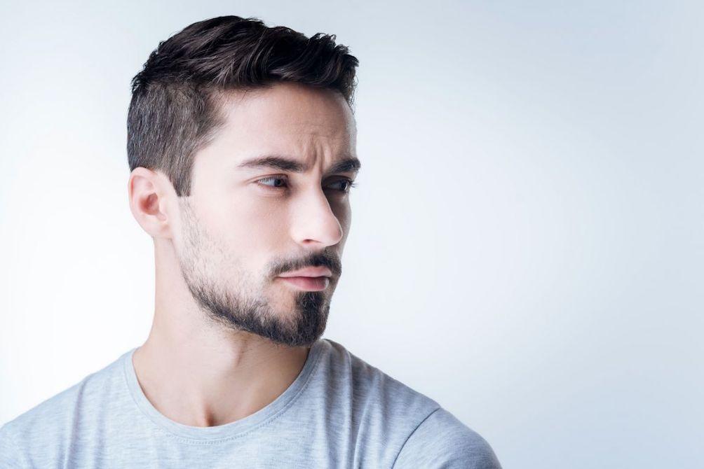 Boom di uomini separati dal medico estetico
