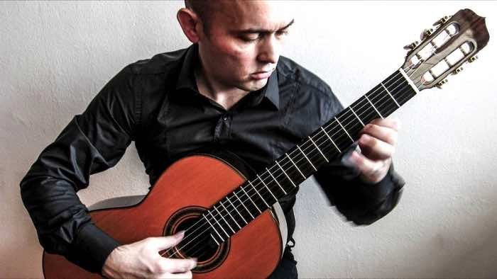 dragan marinkovic playing a 3a otto vowinkel guitar