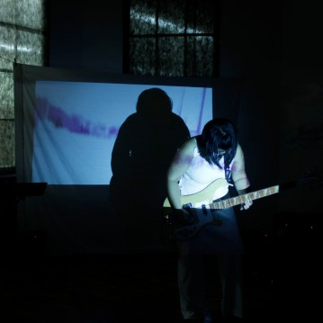 "Meghan Minior performing ""A TENSION"""