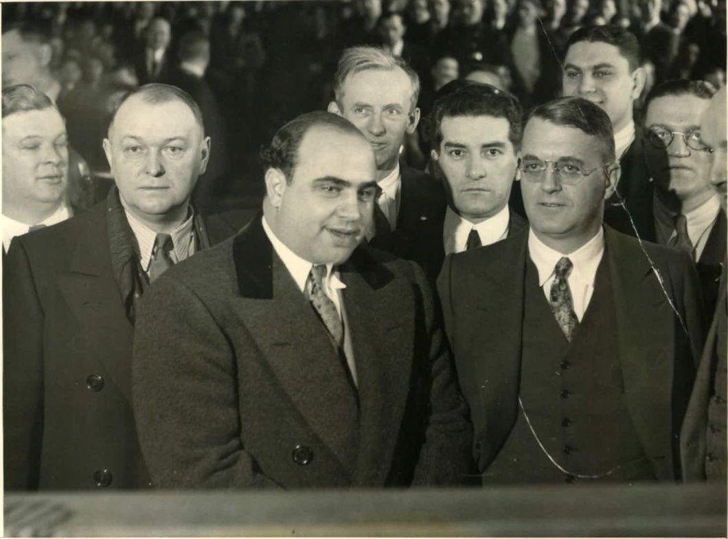Al Capone em julgamento por evasão fiscal e violar a Lei Volstead de 1931
