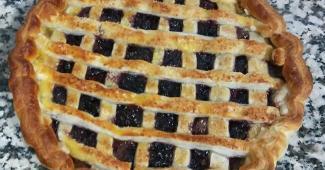 Tarta de Hojaldre con Crema Pastelera y Cerezas del Valle del Jerte
