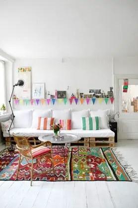 Una casa decorada con materiales reciclados  Decoracin