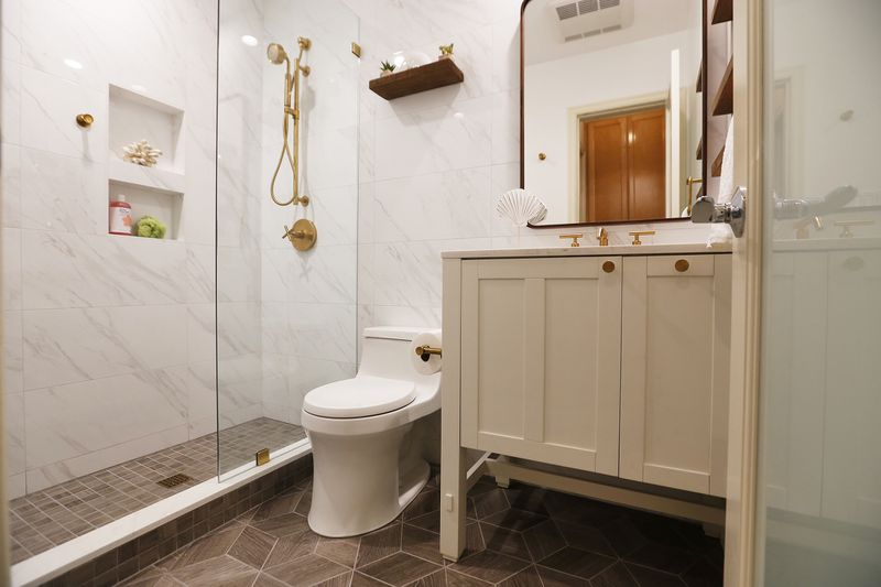 Las ventajas de cambiar la bañera por un plato de ducha