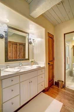 Aspen real estate 071716 132273 855 Carriage Way Summit 204 4 253W