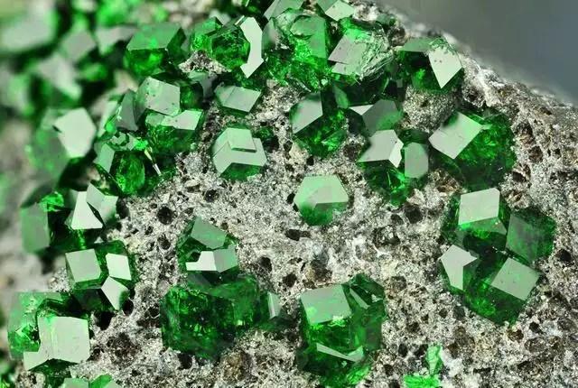 Minerais  Caractersticas classificao e minerao